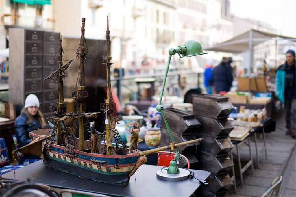 Mercatone dell 39 antiquariato sul naviglio grande manoxmano for Il mercatone dell arredamento di fizzonasco