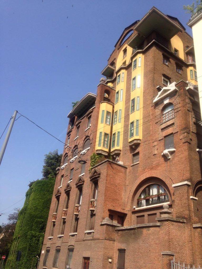 Giardino di villa necchi campiglio girogirofuori for Colonne quadrate decorative